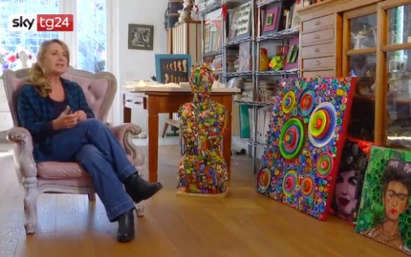 Annarita Serra l'artista che trasforma la plastica in opere d'arte